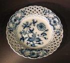 5-1-teller-meissen-um-1850-80-dessertteller-mit-flechtrand-zwiebelmuster.2