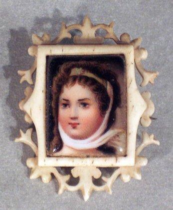 brosche-1-h-19-jh-portrait-einer-jungen-frau-elfenbein