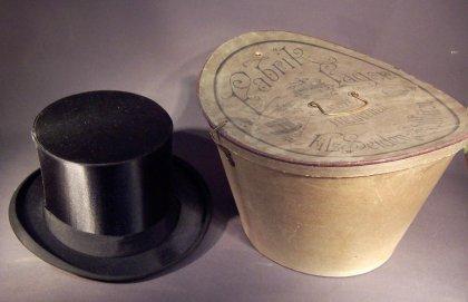 klappzylinder-chapeau-claque-mit-schachtel