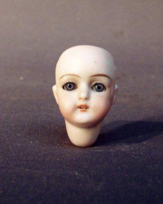 puppen-porzellankopf-3-5-cm-blaue-schlafaugen-zaehne-um-1880-1900