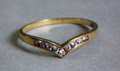 ring-gold-333-9-kleine-steine
