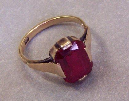 ring-gold-333-mit-rotem-stein