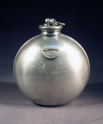 alte-zinnflasche-feldflasche