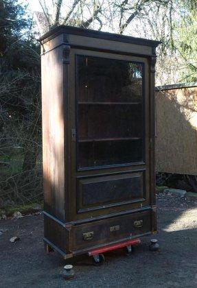 glasschrank-um-1900-weichholz-unrestauriert