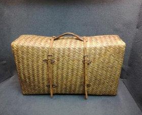 antiker-geflochtener-koffer-rattankoffer